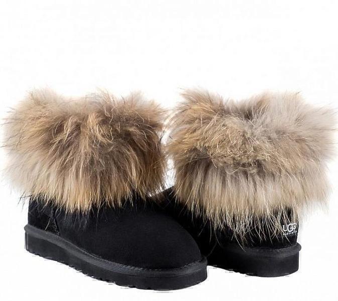 UGG Fox Fur Mini Black фото #3 в «GetKeds»